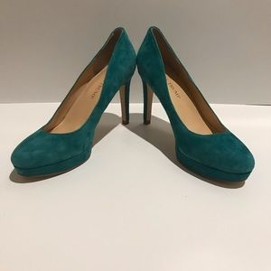 NWOT Ivanka Trump Suede Teal/Green pump